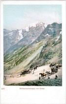 Pferdekutschen auf der Südrampe der Stilfserjochstraße in den Ortler-Alpen. Photochromdruck 9 x 14 cm ohne Impressum, um 1900.  Inv.-Nr. vu914pcd00039