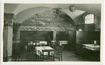 Bürgerstube im Hotel KREID am Bozner Platz 3. Gelatinesilberabzug 9x14cm; Wilhelm Stempfle, Innsbruck um 1940.  Inv.-Nr. vu914gs00223