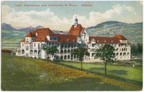 Städtisches Krankenhaus und Sanatorium in Brixen, um 1912.  Chromolithographie 9x14 cm, Joh(ann). F(ilibert). Amonn, Bozen.  Inv.-Nr. vu914pcd00083