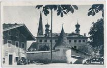 Schloss FÜGEN, zum Barockschloss von den Fieger von Friedberg im 18. Jh. umgebaut. Gelatinesilberabzug 9 x 14 cm; kein Impressum um 1935.  Inv.-Nr. vu914gs00422