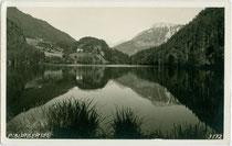 Der Piburger See im Gemeindegebiet von Ötz, Bezirk Imst, Tirol. Gelatinesilberabzug 9 x 14 cm; Impressum: Much Heiss, Alpiner Kunstverlag, Innsbruck um 1930.  Inv.-Nr. vu914gs01116
