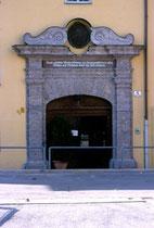 Hauptportal des Ansitz Augenweydstein, erbaut von den Grafen Lodron. Farbdiapositiv 24 x 36 mm; © Johann G. Mairhofer 1998.  Inv.-Nr. dc135fuRA679.1_14