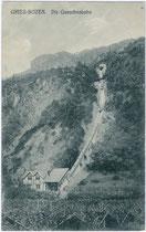 """Talstation, Trasse und Bergstation beim Hotel """"Reichrieglerhof"""" der Guntschnabahn in Gries (eröffnet 1912, aufgelassen 1966). Lichtdruck 9 x 14 cm; Impressum: Gerstenberger & Müller, Bozen 1912.  Inv.-Nr. vu914ld00039"""