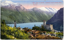 Tenno mit Castello di Tenno gegen Riva, Gardasee und Monte Baldo. Photochromdruck 9x14cm; Edition Photoglob, Zürich.  Inv.-Nr. vu914pcd00063