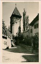 Das Passeirer Tor in Steinach, dem ältesten Stadtviertel von Meran. Gelatinesilberabzug 9 x 14 cm; Impressum: Leo Baehrendt, Meran; postalisch gelaufen 1937.  Inv.-Nr. vu914gs00543