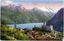 Monte Baldo in den Gardaseebergen von Tenno mit Castello di Tenno, Riva und Gardasee im Vordergrund. Photochromdruck 9x14cm; Edition Photoglob, Zürich.  Inv.-Nr. vu914pcd00063