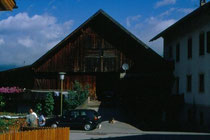 Stadel der Winklpeinte in Niederolang. Farbdiapositiv 24x36mm; © Johann G. Mairhofer 1998.  Inv-Nr. dc135kn0239.02_06