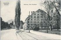 Altes Mauthaus (heute an dieser Stelle Kongresshaus). Lichtdruck 9 x 14 cm; Impressum: Kunstverlag Leo Stainer, Innsbruck um 1905.  Inv.-Nr. vu914ld00034