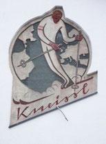 Firmenschild am alten Werksgebäude der Skifabrik von Franz Kneissl in Kufstein, Feldgasse. Digitalphoto; (c) Johann G. Mairhofer 2013. Inv.-Nr. DSC05641