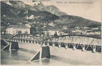 Ehem. Eisenfachwerkbrücke (1891-1939) der Lokalbahn Innsbruck-Hall in Tirol (L.B.H.i.T.) über den Inn zwischen dem Saggen (Aufnahmestandort) und Mühlau. Heliogravüre 9 x 14 cm; Impressum: Verlag Ernst Schmid, Innsbruck 1907.  Inv.-Nr. vu914hg00061
