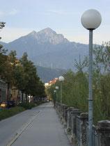 Die Saile, im Inntal auch Nockspitze genannt, in den Kalkkögeln der Stubaier Alpen von der Herzog-Otto-Straße in Innsbruck aus. Digitalphoto, © Johann G. Mairhofer 2012. Inv.-Nr. DSC04534