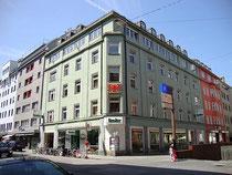 Zentrale der TIROLER VERSICHERUNG (ehem. Hotel MAYERHOFFER UND AKADEMIKERHAUS – Café Restaurant),Wilhelm-Greil-Straße 10, Innsbruck. Digitalphoto; © Johann G. Mairhofer 2011.  Inv.-Nr. DSC03358