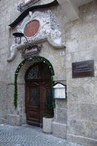 Portal vom Gasthof Aniserwirt (ehemals Aniserbräu) in der Schlossergasse 15 in Hall in Tirol, Bezirk Innsbruck-Land.  © Johann G. Mairhofer 2010.  Inv.-Nr. 2DSC01260