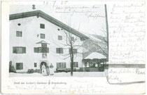 """""""Ascher's Gasthaus"""" in Brandenberg vis à vis der Pfarrkirche zum Hl. Georg.  Autotypie 9 x 14 cm ohne Impressum, postalisch gelaufen 1905.  Inv.-Nr. vu914at00004"""