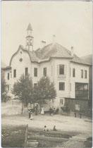 """Gasthof """"Burgfrieden, eigentlich Ansitz Gissbach in St. Georgen, Stadtgemeinde Bruneck. Gelatinesilberabzug 9 x 14 cm ohne Impressum, um 1910.  Inv.-Nr. vu914gs00007"""