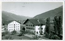 Landwirtschaftliche Lehranstalt in der Josef-Müller-Straße 1 in LIenz. Gelatinesilberabzug 9 x 14 cm; ohne Impressum, postalisch gelaufen 1960.  Inv.-Nr. vu914gs00706