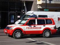 Einsatzleitungsfahrzeug (ELF) der Berufsfeuerwehr Innsbruck am Südtiroler Platz vor dem Hauptbahnhof am 12.10.2010. © Johann G. Mairhofer 2010.  Inv.-Nr. DSC01172