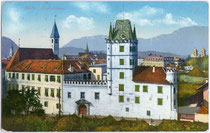 Deutschordenskommende in Weggenstein (heute Schülerheim Deutschhaus Marianum). Photochromdruck 9 x 14 cm; Impressum: Joh(ann). F(ilibert). Amonn, Bozen 1914.  Inv.-Nr. vu914pcd00030