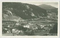 Ried im Oberinntal mit Jagdschloss SIEGMUNDSRIED. Gelatinesilberabzug 9x14cm; Impressum: Wilhelm Stempfle, Innsbruck um 1925.  Inv.-Nr. vu914gs00567