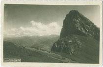 Der Sagzahn (2.228 m ü(ber). A(dria). im Rofangebirge der Brandenberger Alpen (Gemeindegebiet Münster in Tirol). Gelatinesilberabzug 9 x 14 cm ohne Impressum, um 1925.  Inv.-Nr. vu914gs00878