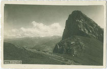 Der Sagzahn (2.228 m.ü.A.). im Rofan-Hauptkamm der Brandenberger Alpen im Gemeindegebiet von Münster, Bzk. Kufstein Tirol. Gelatinesilberabzug 9 x 14 cm ohne Impressum, um 1925.  Inv.-Nr. vu914gs00878