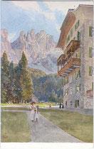 Das KARERSEEHOTEL (Gemeinde Welschnofen) mit dem Latemar in den Dolomiten. Farbautotypie 9x14cm; unbekannte Künstlersignatur, Eigenverlag des Karerseehotels um 1910.  Inv.-Nr. vu914fat00028