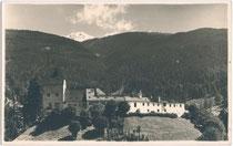 Burg Trautson von Westen. Gelatinesilberabzug 9 x 14 cm ohne Impressum (wohl Privataufnahme) um 1925.  Inv.-Nr. vu914gs00362