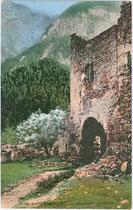 Westtor der Lienzer Klause in Leisach, Bzk. Lienz, Gefürst. Grafsch. Tirol. Photochromdruck 9 x 14 cm; Verlagsgemeinschaft W. Hofmann's Kunstverlag, Lienz 1907 und Joh(ann). F(ilibert). Amonn, Bozen 1908.  Inv.-Nr. vu914pcd00202