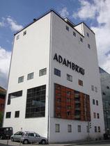 """Sudhaus des ehem. Adambräu (heute nach Adaption Sitz des """"aut. architektur und tirol"""" (Archiv für Baukunst), Leopold-Welzenbacher-Platz 1, Innsbruck-Wilten.  Digitalphoto; © Johann G. Mairhofer 2014.  Inv.-Nr. 1DSC09466"""