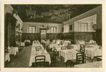 """Speisesaal im Hotel """"Villa Auffinger"""" in Meran, Freiheitsstraße 137 - 139. Offsetdruck 10 x 15 cm ohne Impressum um 1930.  Inv.-Nr. vu105od00001"""