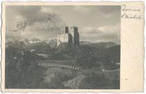Die MICHELSBURG in St. Martin, Gemeinde St. Lorenzen. Gelatinesilberabzug 9x14cm; Foto Mariner, Brunico; postalisch gelaufen 1933.  Inv.-Nr. vu914gs00147