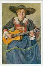 Junge Frau aus dem Sarntal  in Südtirol in Festtagskleidung beim Gitarrenspiel.  Farbautotypie 9 x 14 cm. Impressum: Verlage Lippott, Kufstein und Amonn, Bozen; Druck: Mahl, Lienz 1917.  Inv.-Nr. vu914fat00113