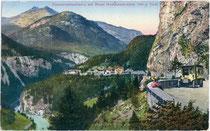 Autobus der k.k. Automobilpost auf der Reschenstraße bei Finstermünz (1473 – 1779 Tirolisch Landesfürstliche Zollburg) am Inn. Photochromdruck 9 x 14 cm; Impressum: Wilhelm Stempfle, Innsbruck um 1910.  Inv.-Nr. vu914pcd00089