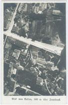 Luftaufnahme vom Stadtgebiet aus einem Ballon im Bereich des heutigen Landhausplatzes (Obere Bildkante ist Süden) um 1910. Gelatinesilberabzug 9x14cm, Leo Stainer, Innsbruck   Inv.-Nr. vu914gs00038