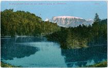 Der WOLFSGRUBENER SEE in Wolfsgruben, Gemeinde Ritten, Südtirol. Photochromdruck 9x14cm; Impressum: Joh(ann). F(ilibert). Amonn, Bozen um 1905.  Inv.-Nr. vu914pcd00226