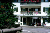 Hotel AM PARK in Mitterolang. Farbdiapositiv 24x36mm; © Johann G. Mairhofer 1998.  Inv-Nr. dc135kn0239.02_33