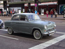 Viertürige Mittelklasse-Limousine (Brit. Engl.: 4-door saloon) Austin A55 Cambridge der Austin Motor Company, Birmingham (1905-1994), produziert 1957-1961 . Digitalphoto; © Johann G. Mairhofer 2012.  Inv.-Nr.  1DSC05397