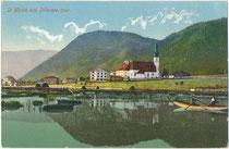 Sommerfrischgäste bei einer Ruderpartie in St. Ulrich am Pillersee, Bezirk Kitzbühel, Tirol. Photochromdruck 9 x 14 cm; Impressum: Othmar Blaschke, Prien (am Chiemsee).  Inv.-Nr. vu914pcd00340