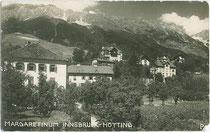 Kinderheim Margaretinum mit kindgerechter Außenanlage in Hötting (1938 nach Innsbruck eingemeindet worden). Gelatinesilberabzug 9 x 14 cm; Joh(ann). Papp, Hötting; postalisch befördert 1935.  Inv.-Nr. vu914gs00541