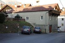 Haus Schneeburggasse 12 in Hötting (1938 nach Innsbruck eingemeindet), ehem. Photoatelier (1906 - 1924) von Alois Dalus. Digitalphoto; © Johann G. Mairhofer 2014. Inv.-Nr. 2DSC01950