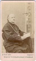 Johann von Leiss zu Laimburg (1821 – 1884), Diözesanbischof von Brixen in der Soutane. Albuminabzug auf Untersatzkarton 10,6 x 6,6 cm (Visit-Format); Impressum: Anton Gratl, Innsbruck um 1880.  Inv.-Nr. vuVIS-00211