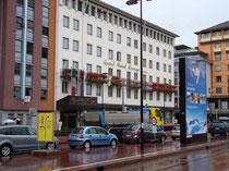 """Hotel """"Europa"""" am Südtiroler Platz 2 in Innsbruck - Innere Stadt. Digitalphoto; © Johann G. Mairhofer 2011.  Inv.-Nr. 1DSC01759"""
