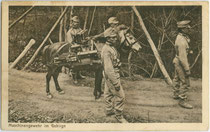 """Ausmarsch von Infanteristen des K.u.k. Infanterieregiment No. 59 """"(Erzherzog) Rainer"""" X. Marschbataillon M.G.A. (rücks. Stempelaufdruck). Lichtdruck 9 x 14 cm; Impressum: Joh(ann). F(ilibert). Amonn, Bozen 1914.  Inv.-Nr. vu914ld00299"""