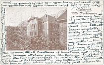 """Pension """"Villa Nachsommer"""" in Wilten (1904 nach Innsbruck eingemeindet), Müllerstraße 13. Autotypie 9 x 14 cm ohne Impressum, postalisch gelaufen 1902 nach Salisbury, England.  Inv.-Nr. vu914at00018"""