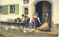 """Kitzbühel (Tirol) Unterinntaler Sennerinnen"". Photochromdruck 9 x 14 cm; Impressum: Photo Jos(ef). Ritzer, Fotograf; Verlag M. Ritzer, Buch- und Kunstdruckerei, Kitzbühel um 1907.  Inv.-Nr. vu914pcd00283"