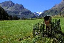 Marterl im Oberbergtal, Stubaier Alpen. Farbdiapositiv 9x14cm; © Johann G. Mairhofer 1989.  Inv.-Nr. dc135scC11H42.1_27