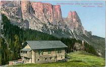 Die Prosslinerschwaige im Gemeindegebiet von Waidbruck und der Schlern. Photochromdruck 9 x 14 cm; Impressum: Joh(ann). F(ilibert). Amonn, Bozen um 1910.  Inv.-Nr. vu914pcd00232