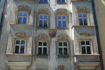 Fassadendetail vom Ansitz Rainfels in St. Nikolaus, Stadtgemeinde Innsbruck, Innstraße 17; erbaut 1547 v. Niklas Türing d.J., 1567 zum adeligen Ansitz erhoben, seit 1855 von Wörtz'scher Besitz. Digitalphoto; © Johann G. Mairhofer 2013.  Inv.-Nr. 1DSC06881