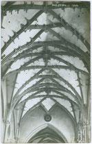 Spätgotisches Kreuzrippengewölbe in der Pfarrkirche St. Oswald in Seefeld, Tirol. Gelatinesilberabzug 9 x 14 cm; Impressum: A(lfred). Stockhammer, Hall in Tirol 1910.  Inv.-Nr. vu914gs00271