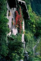 Die Nagelschmiedhäuser (heute Museum in den Nagelschmiedhäusern) am Westende der Stadt Rattenberg in Tirol. Farbdiapositiv 24 x 36 mm; © Johann G. Mairhofer 1983. Inv.-Nr. dc135kd5032.11_16